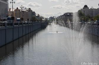 Канал-протока Булак с фонтанами в центре