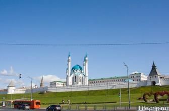 Вид на площадь и на Кремль со стороны канала Булак