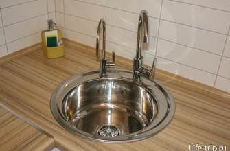 Маленький кран - это фильтрованная питьевая вода