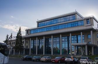 Новое (заброшенное) здание речного порта, вид с площади