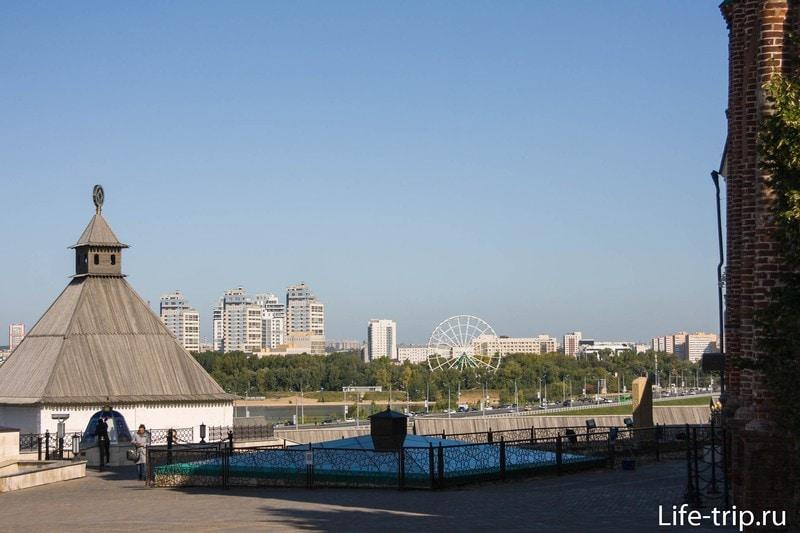 Вид в сторону Кремлевской набережной