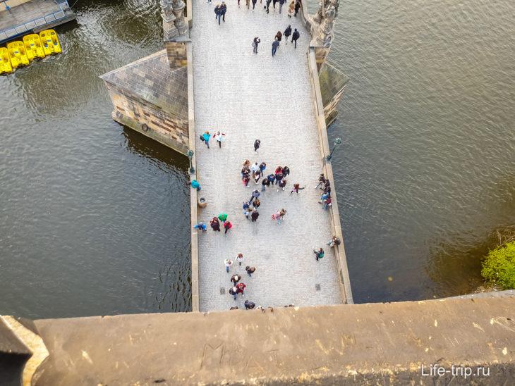 Староместская башня в Праге – хороший вид на Карлов мост