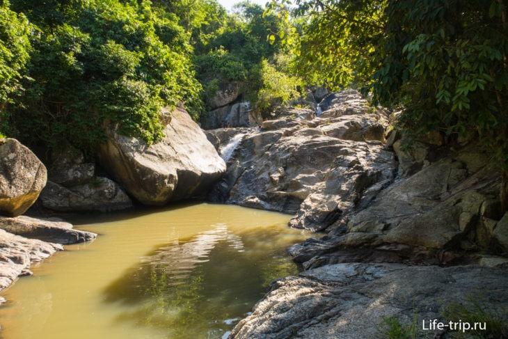 Нижняя купель перед водопадом Дэнг на Пангане