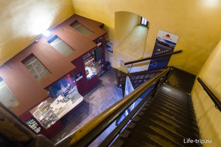 Нижний этаж с кассой