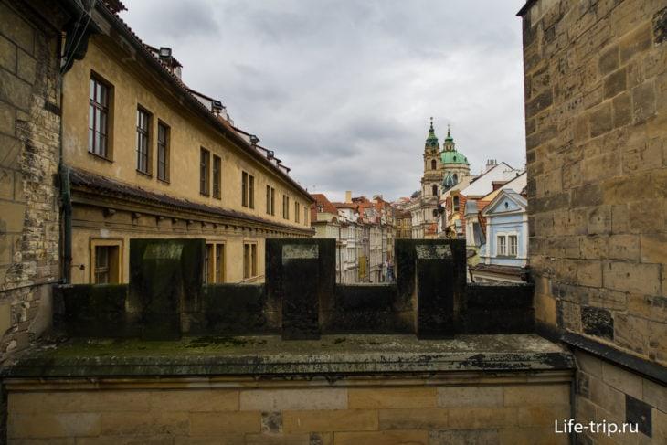 Вид с балкона в сторону Малостранской площади