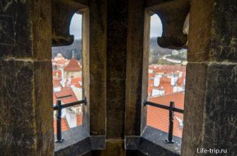 Вид из угловых башенок очень ограничен