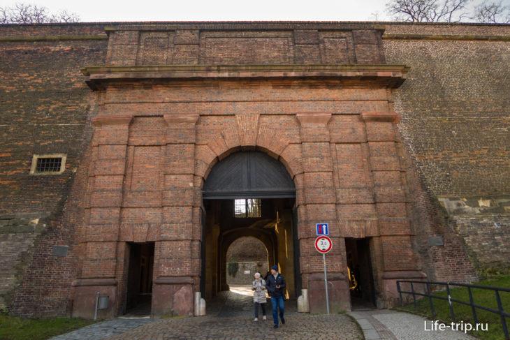 Кирпичные ворота Вышеграда