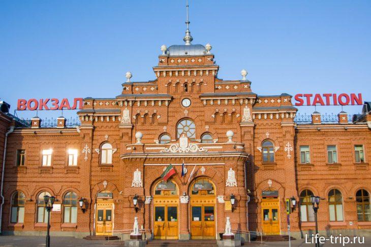 Старинное здание ж/д вокзала в Казани
