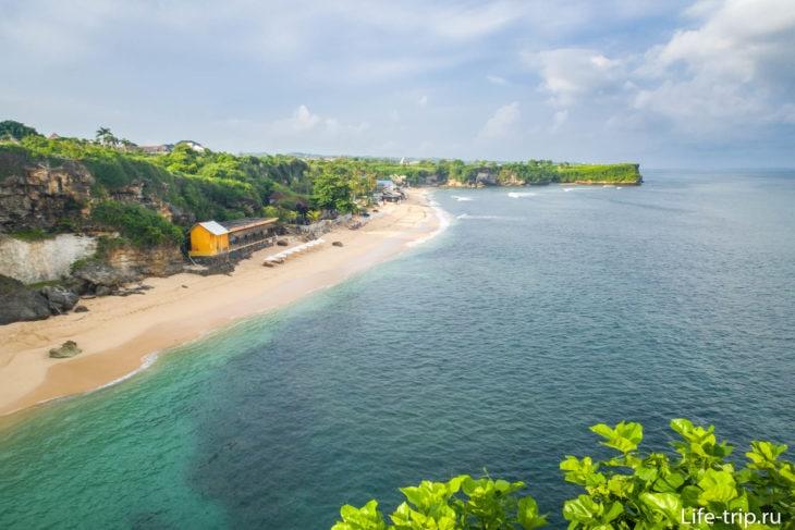 А это вид на пляж Баланган с утеса на парковке