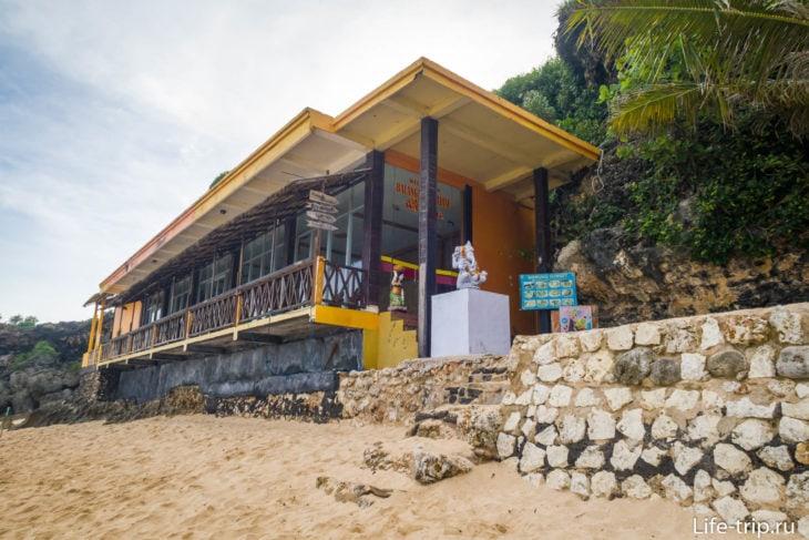 Balangan Paradise Restaurant на пляже Баланган