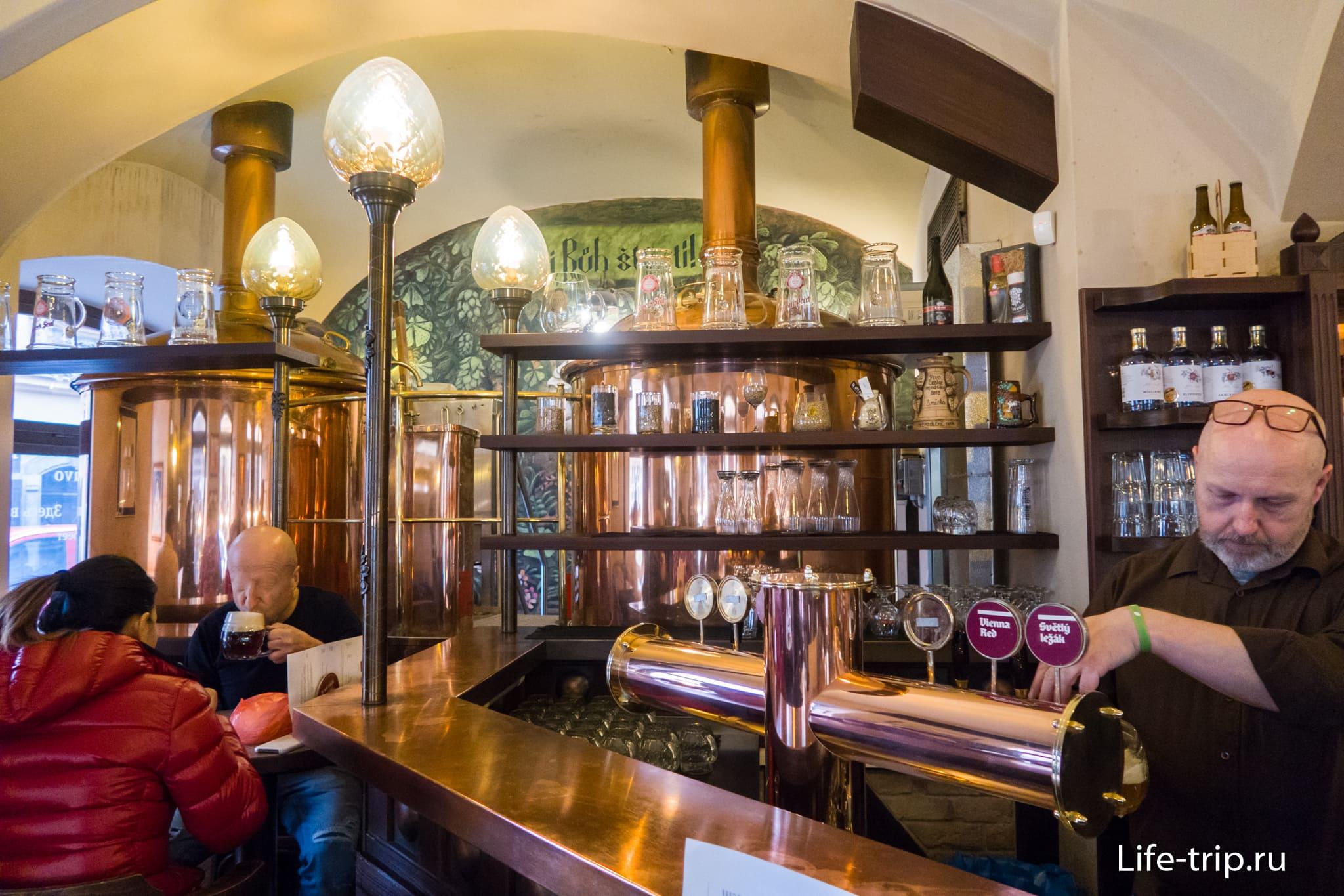 Пивной ресторан У Трех Роз в Праге