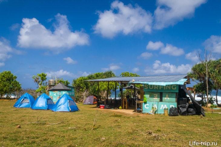 В хорошее время тут больше палаток и народу тоже прилично