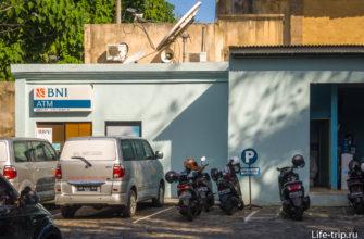 Банкомат и туалет на парковке