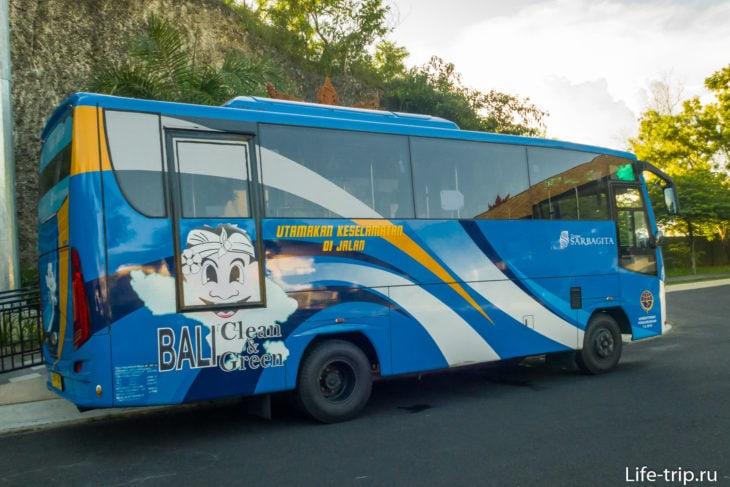 Автобус компании Trans Sarbagita