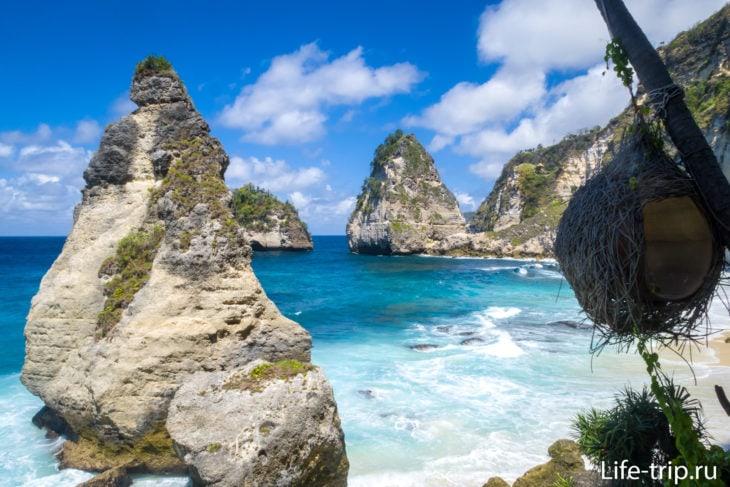 Скалы здесь отдаленно напоминают бриллианты. Отсюда и название пляжа.
