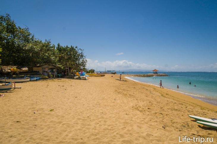Пляж Мертасари (Mertasari Beach) - зелёный край Санура