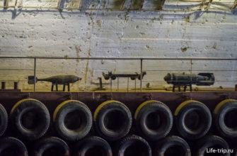 Образцы вооружения для гостей водной экскурсии
