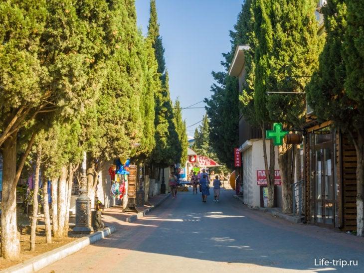 Кипарисовая аллея в Судаке - крымский волкинстрит