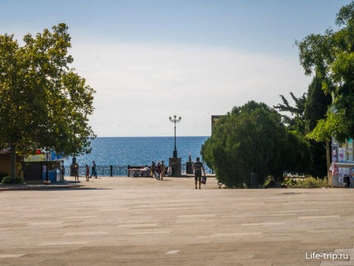 Площадь на пересечении Курортного шоссе и Кипарисовой аллеи