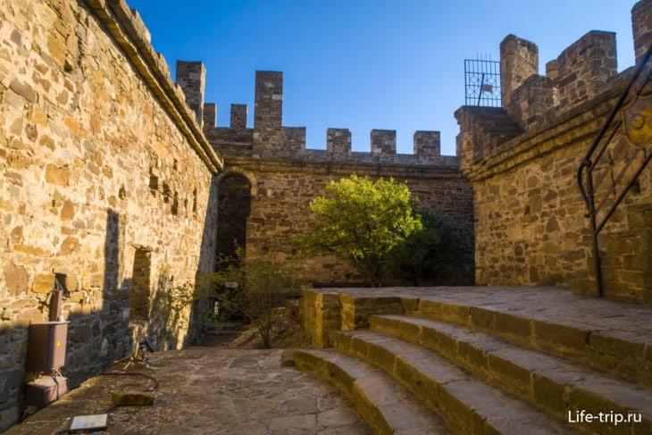 Внутренний двор Консульского замка