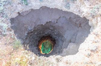 Эта дыра реально идет насквозь и выходит в туннель