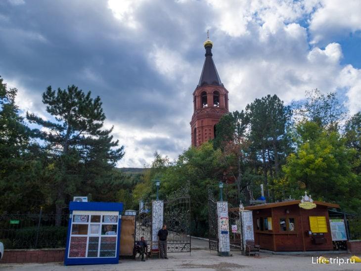 Топловский монастырь в Крыму, главные ворота
