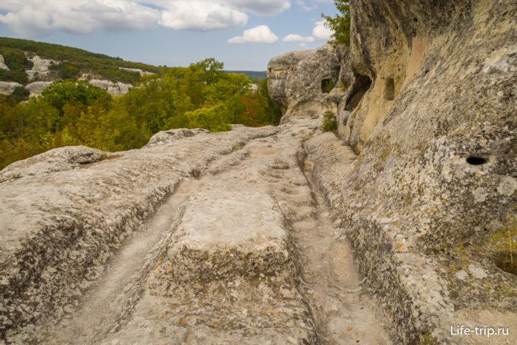 Дорога в пещерном городе Эски Кермен