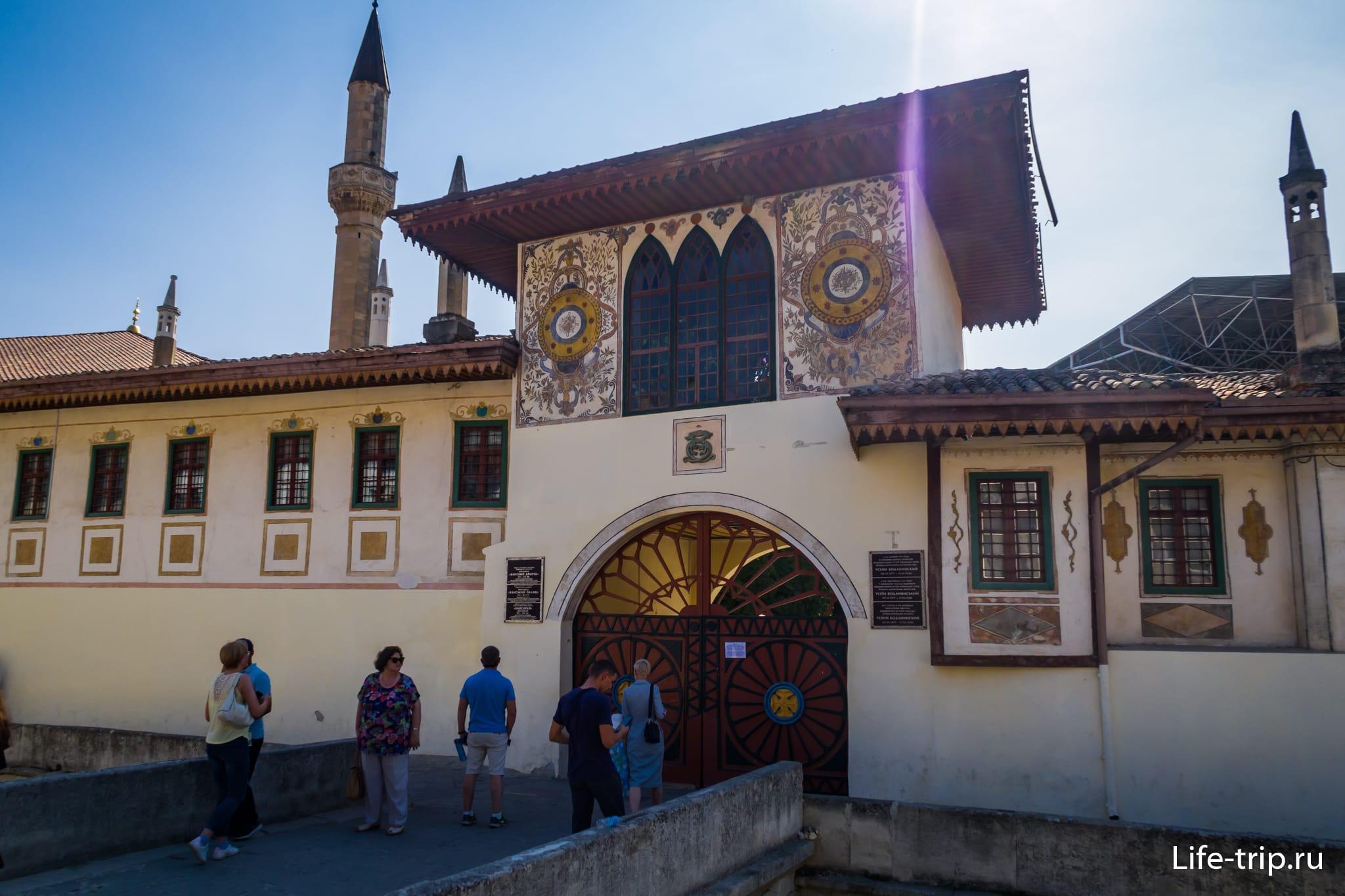 Ханский дворец в Бахчисарае, главные ворота
