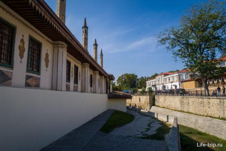 Стены Свитского корпуса