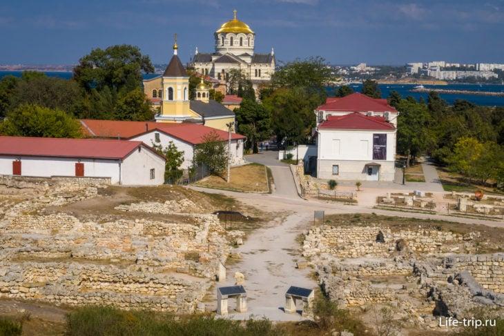 Вид на раскопки около Амфитеатра