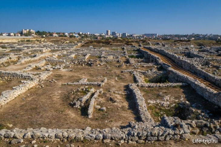 Вид на раскопки Квартала III