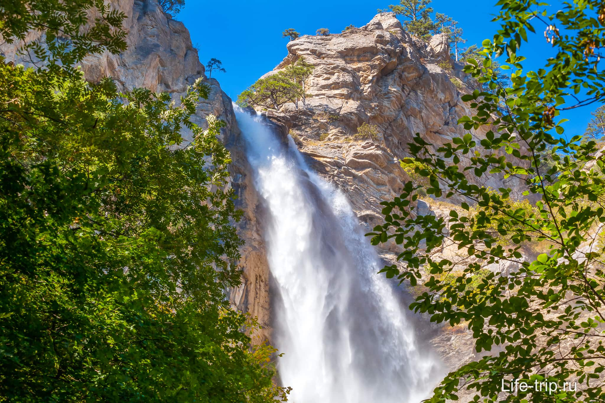 Водопад Учан Су в конце весны