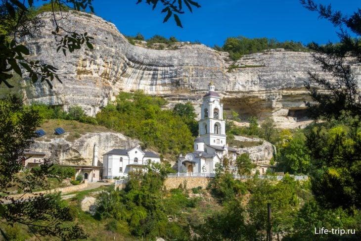 Свято-Успенский монастырь под пещерным городом
