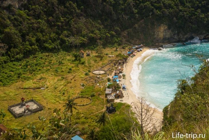 Вид на пляж Атух с правой, хорошей лестницы