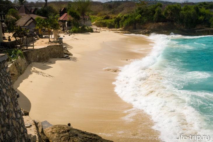 Дрим Бич (Dream Beach)  - желтый пляж на Лембонгане