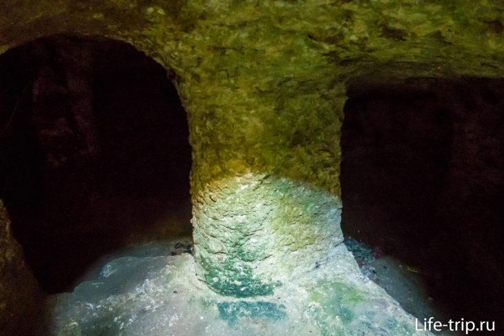 Gala-Gala Underground House - подземный дом на Лембонгане