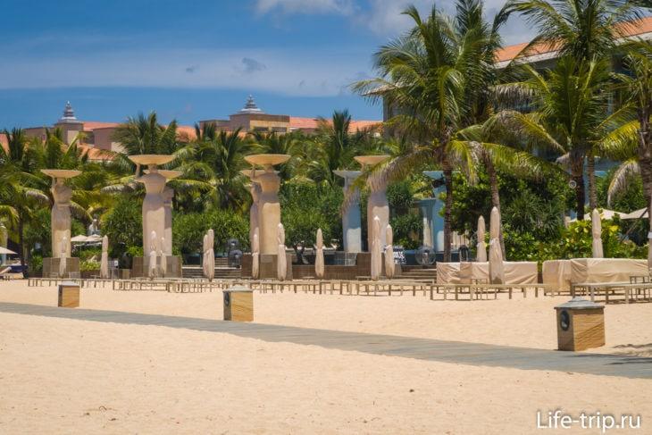 Soleil at Mulia Bali, вид с пляжа
