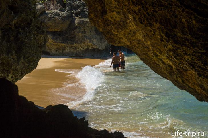 Пляж Гегер (Geger Beach) - и приличный, и дикий