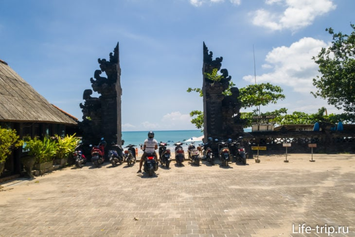 Ворота на пляж Queen Beach Джимбаран