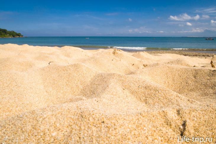 Песок просто бомбический, ходить не хочется - хочется лежать