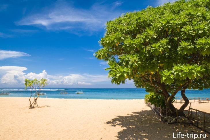 Пляж Менгиат на Бали