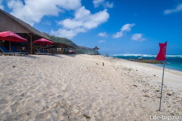 Пляж Пандава, вид от маяка в сторону буны