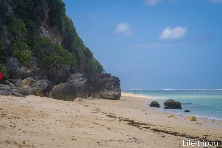 Это граница Пандавы. За скалами начинается пляж Тимбис