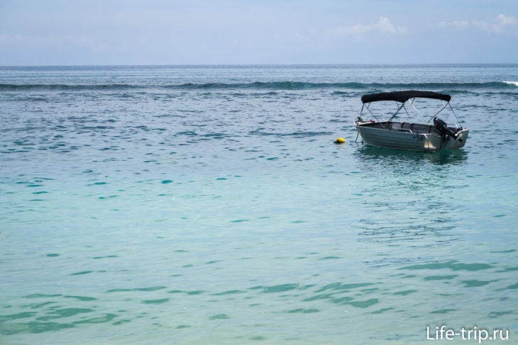 Пляж Бингин (Bingin Beach) - гнездо серферов