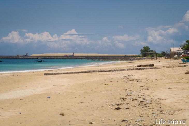 Келан Бич на Бали, вид в сторону аэропорта