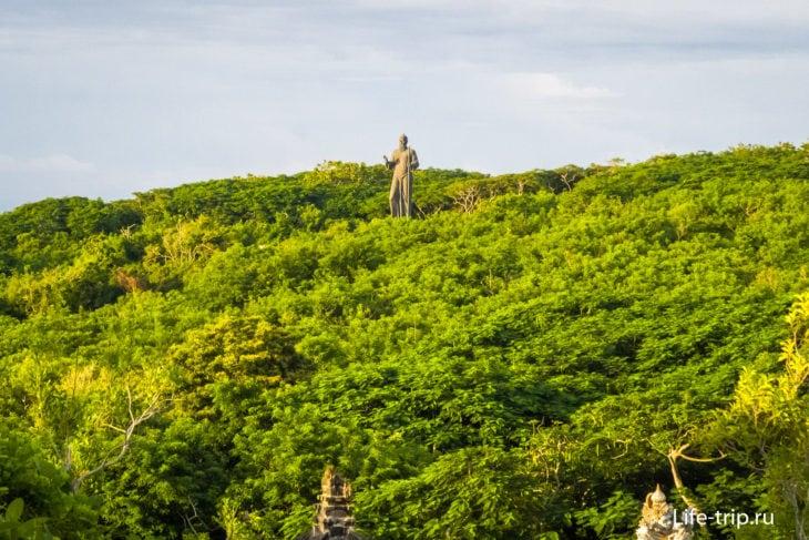 Статуя монаха Нирартхи