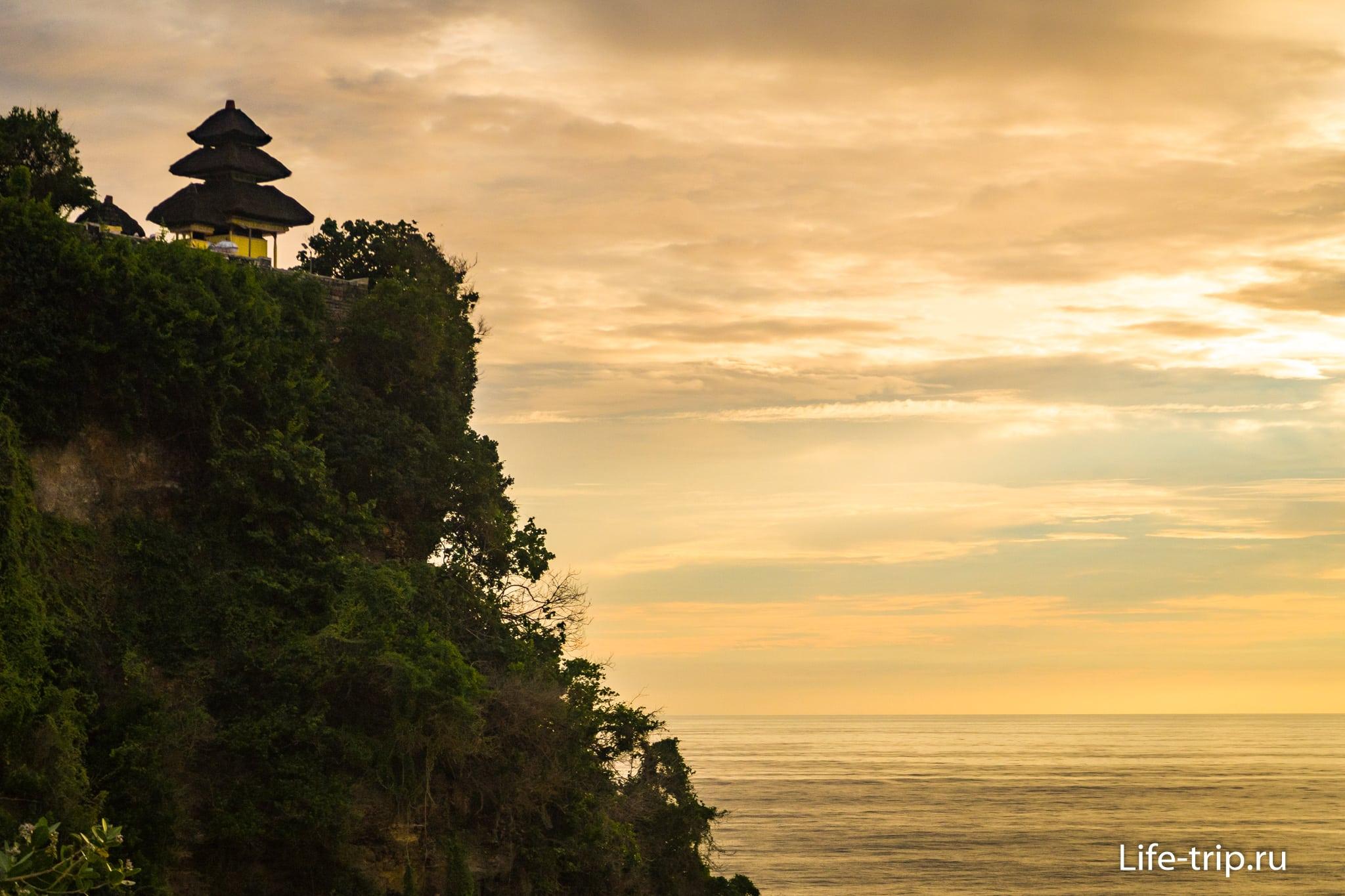 Пура Лухур Улувату на Бали