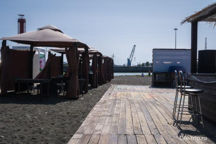 Пляж Островок в Сочи - море, река, песок, камни