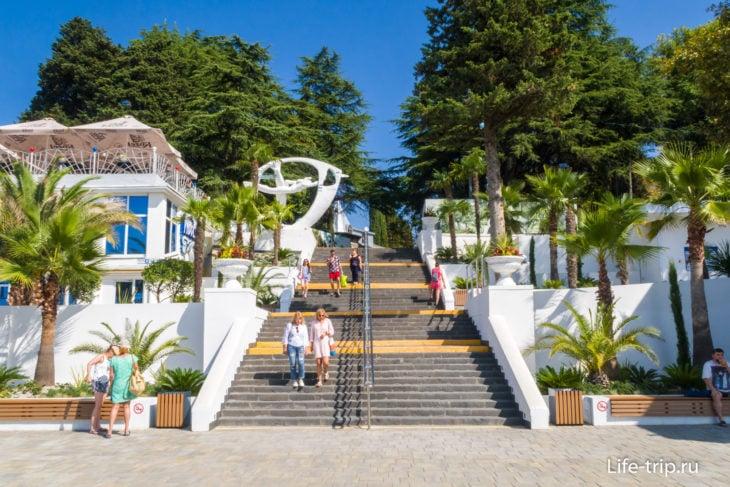 Спуск к пляжу со стороны Ривьера-парка