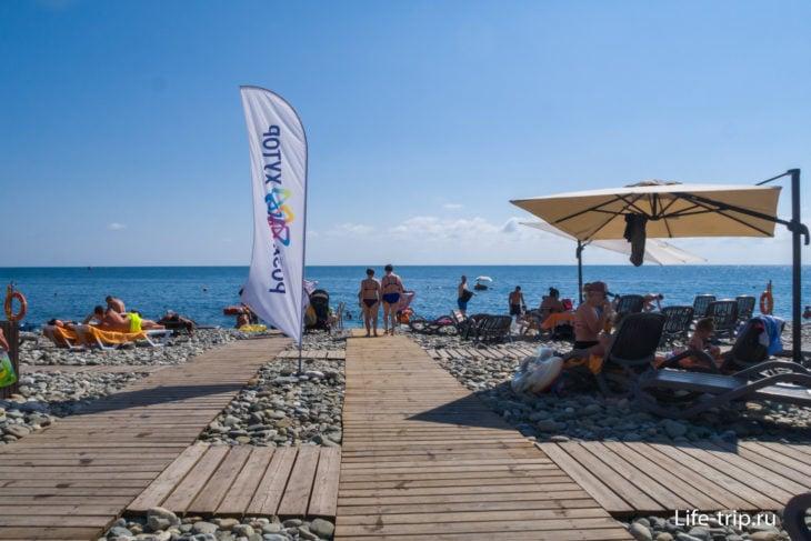 Вид с одной из аллей пляжа